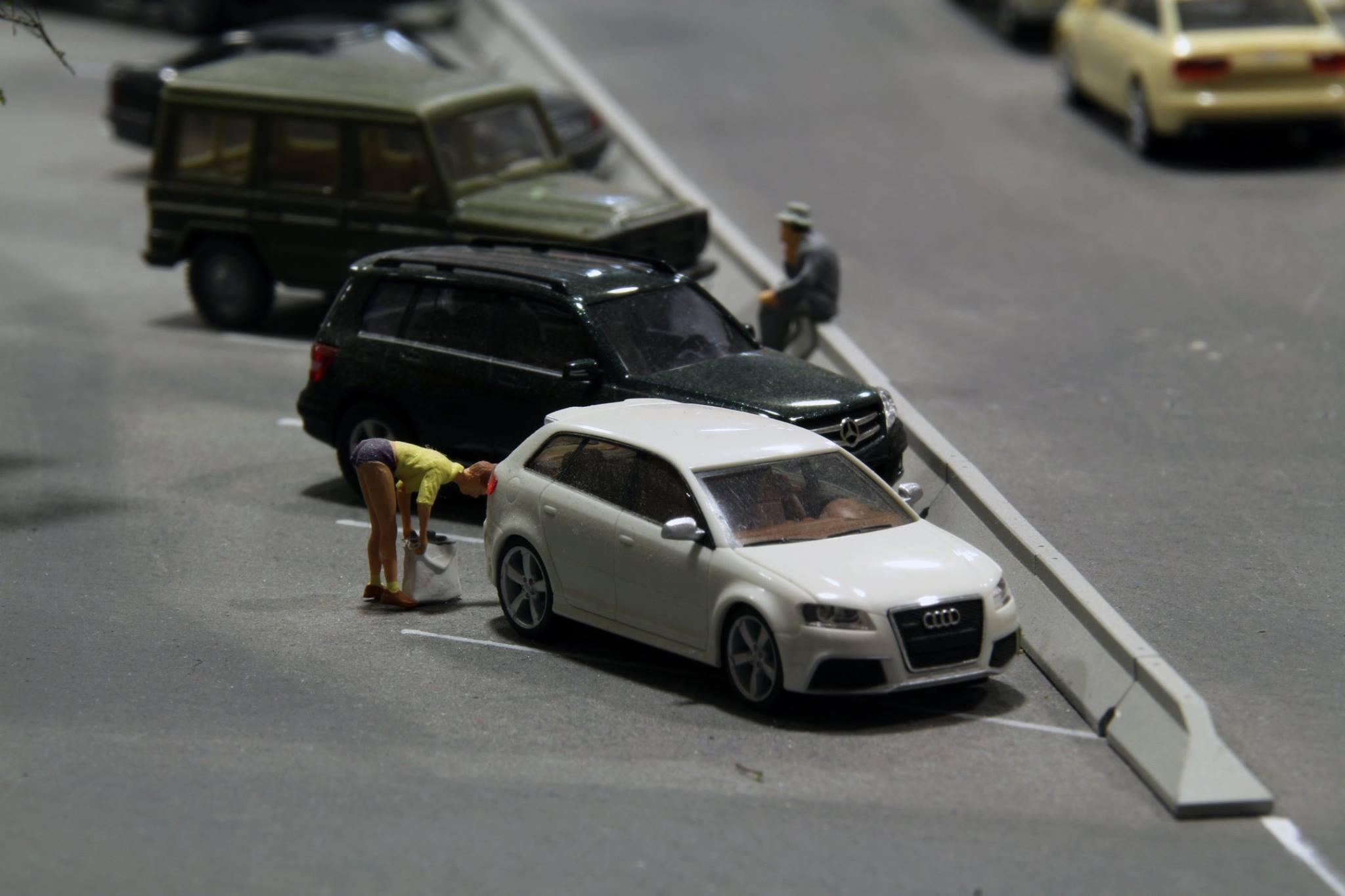 Forró naci, parkoló... meg a nézelődők!